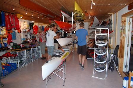 Grebbestad kajakcenter inuti butiken