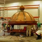 Hållö fyr lanternin renoveras. Foto Föreningen Hållö fyr