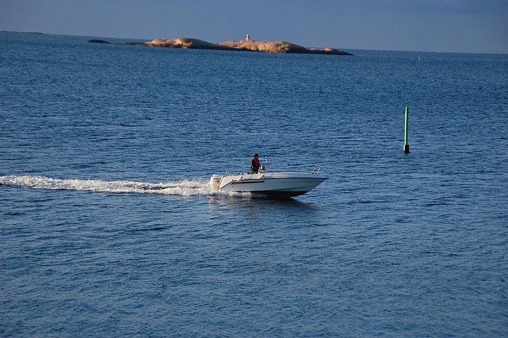 Lysekils skärgård i granit Stångehuvud motorbåt