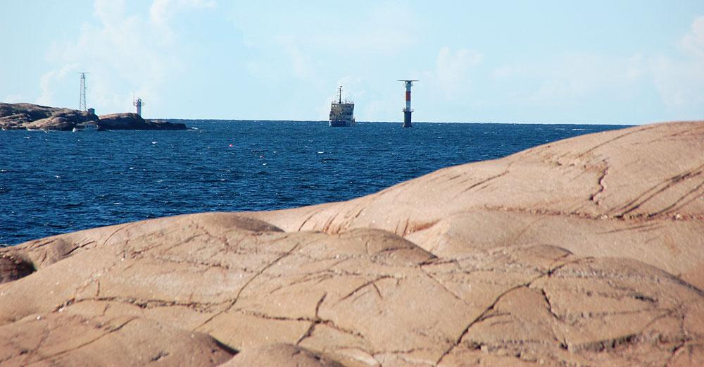 Sjöfartverkets fartyg arbetar vid Brandskär Bohuslän